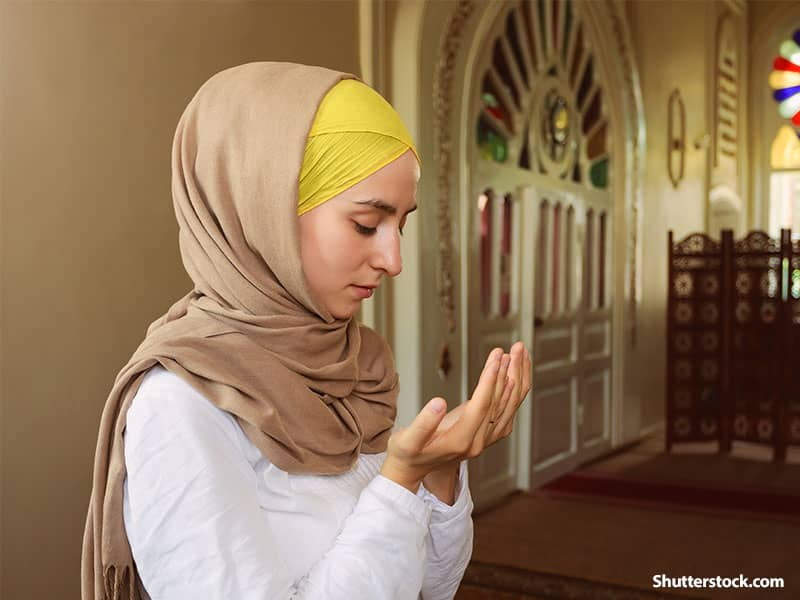 muslim woman praying 2
