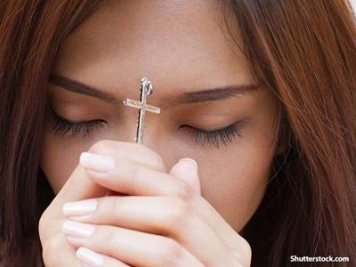 girl praying cross