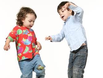 Green Kids_dancing