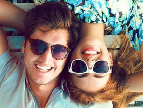 happy-friends-couple