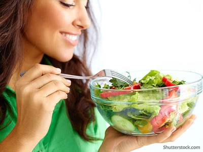 woman-eating-salad-healthy