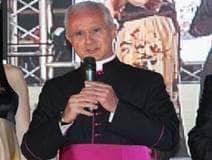 Arrestan monseñor por corrupción en el Vaticano