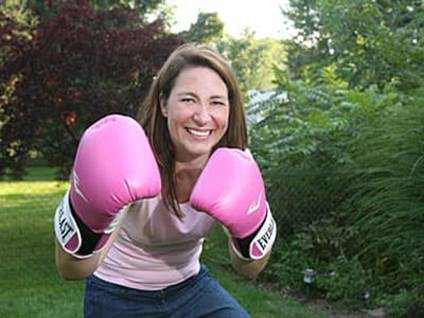 woman boxing with pink gloves
