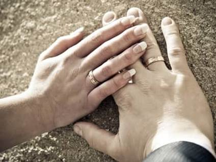 wedding couple hands with rings
