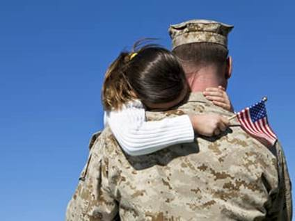 soldier hug with dad